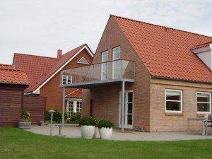 935. Altan med glas og håndliste i træ, Vejle