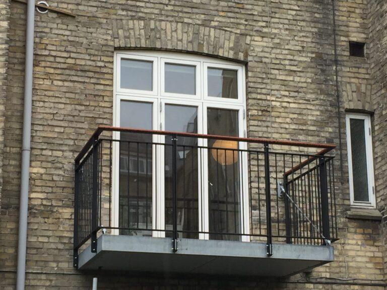 Frithængende altan - Duplexlakeret værn