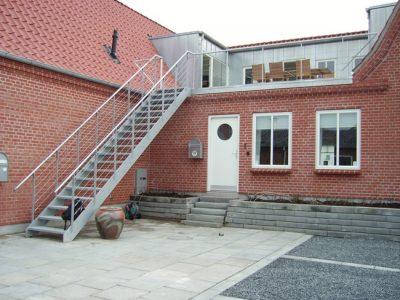 Trappe for tagterrase, Gelænder og værn udført med stålwire