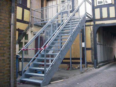 594. Udvendig trappe med rapo