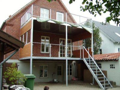 Dobbelt altan med trappe - Værn gelænder lodrette balustre og håndliste i træ