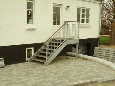 Udvendig trappe for hoveddør