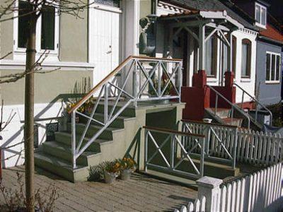 Værn og Gelænder for udvendig trappe og kælder nedgang